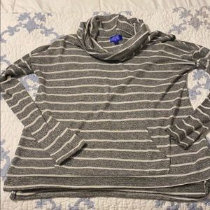 grey & white turtle cowlneck, size s & so soft!
